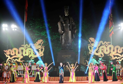 Art programmes celebrate Hanoi's Liberation Day - ảnh 1