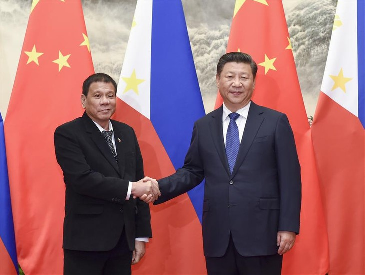 Chinese, Philippine Presidents meet in Beijing - ảnh 1