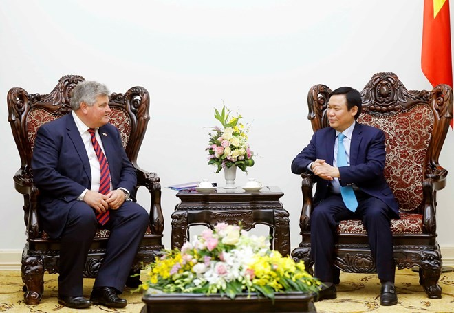 UK called to join economic restructuring in Vietnam - ảnh 1