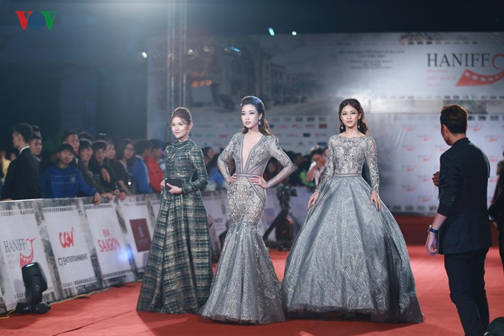 Celebrities on HANIFF red carpet - ảnh 1