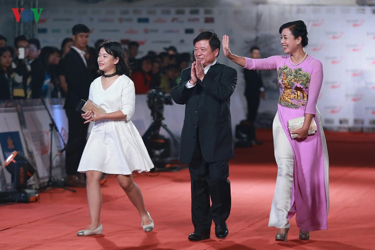 Celebrities on HANIFF red carpet - ảnh 8