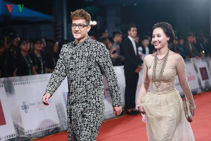 Celebrities on HANIFF red carpet - ảnh 6