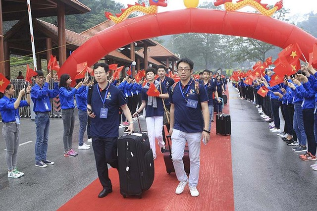 Youths of Vietnam-China bolster friendship - ảnh 1