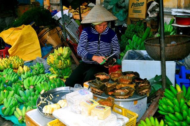 Discovering Hoi An food paradise market - ảnh 11