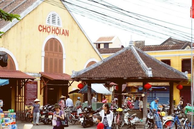 Discovering Hoi An food paradise market - ảnh 2