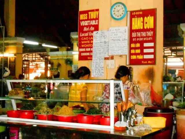 Discovering Hoi An food paradise market - ảnh 3