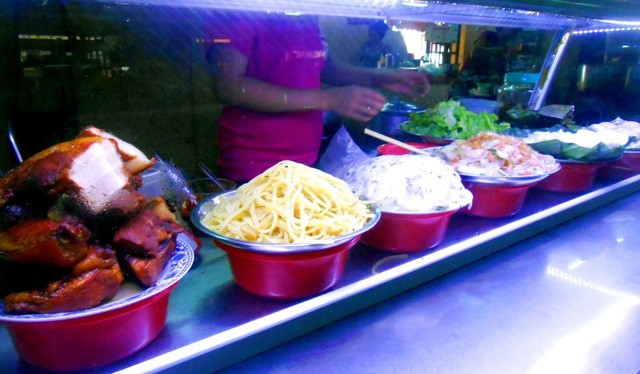 Discovering Hoi An food paradise market - ảnh 4