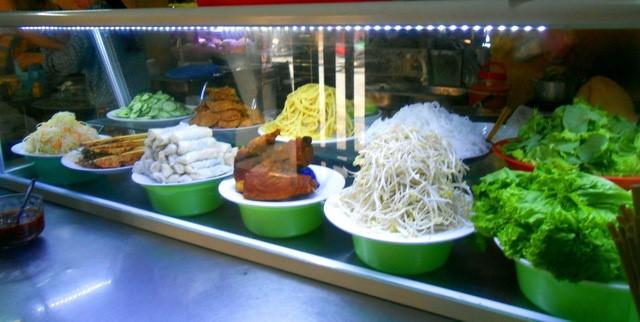 Discovering Hoi An food paradise market - ảnh 5