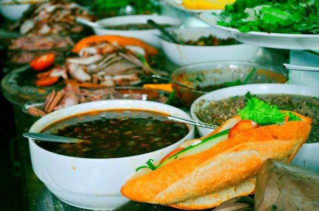 Discovering Hoi An food paradise market - ảnh 7