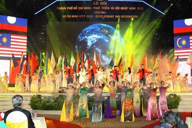 Festival highlights HCM City's development  - ảnh 1