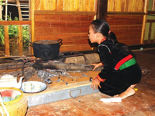 Firewood stove of the Kho Mu - ảnh 1