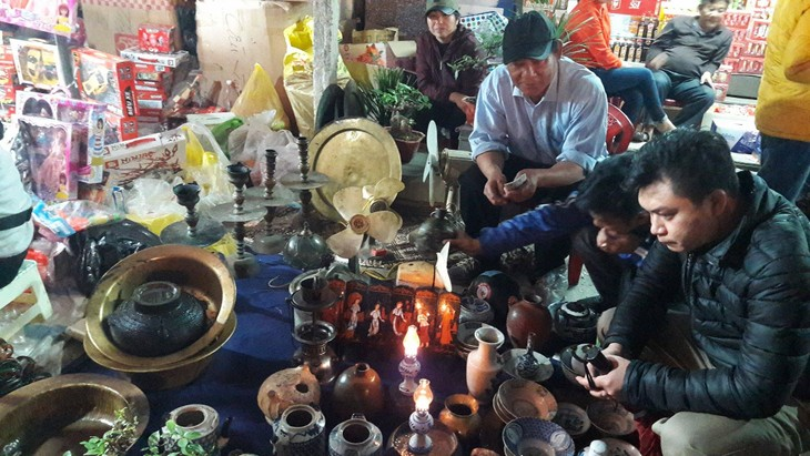 Buying luck at Vieng market  - ảnh 4