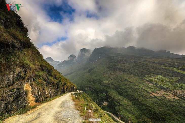 Experience spectacular road stretches in Ha Giang - ảnh 2
