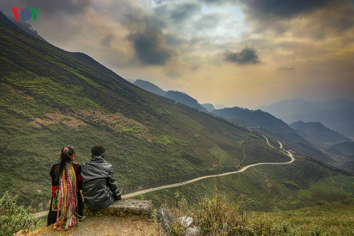 Experience spectacular road stretches in Ha Giang - ảnh 3