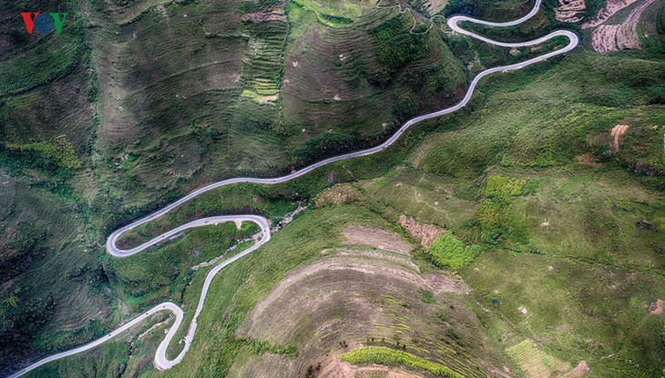 Experience spectacular road stretches in Ha Giang - ảnh 4