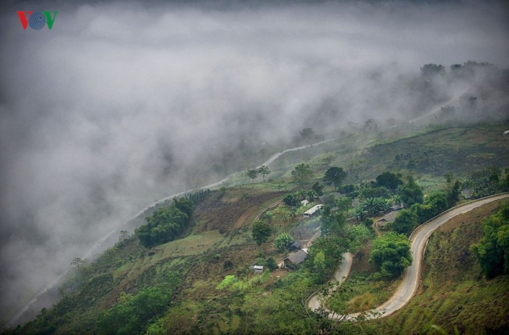 Experience spectacular road stretches in Ha Giang - ảnh 9