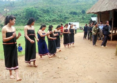 The Gie Trieng live in the Vietnam-Laos border area  - ảnh 1
