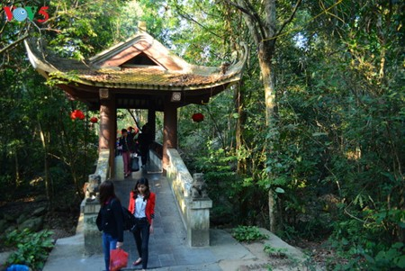 Yen Tu Mountain, a sacred and peaceful Buddhist sanctuary - ảnh 15