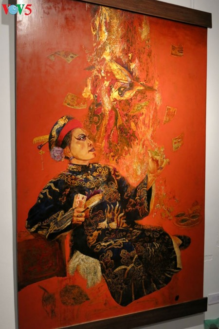 """Going into a trance"" ritual depicted in Tran Tuan Long's lacquer paintings  - ảnh 10"