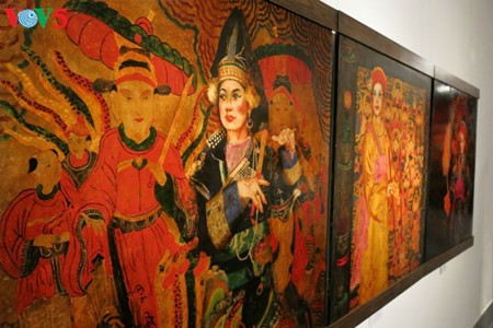 """Going into a trance"" ritual depicted in Tran Tuan Long's lacquer paintings  - ảnh 13"