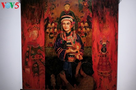 """Going into a trance"" ritual depicted in Tran Tuan Long's lacquer paintings  - ảnh 12"