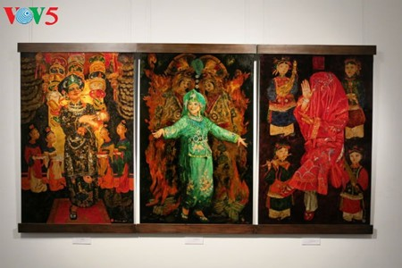 """Going into a trance"" ritual depicted in Tran Tuan Long's lacquer paintings  - ảnh 14"
