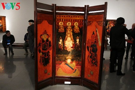 """Going into a trance"" ritual depicted in Tran Tuan Long's lacquer paintings  - ảnh 6"