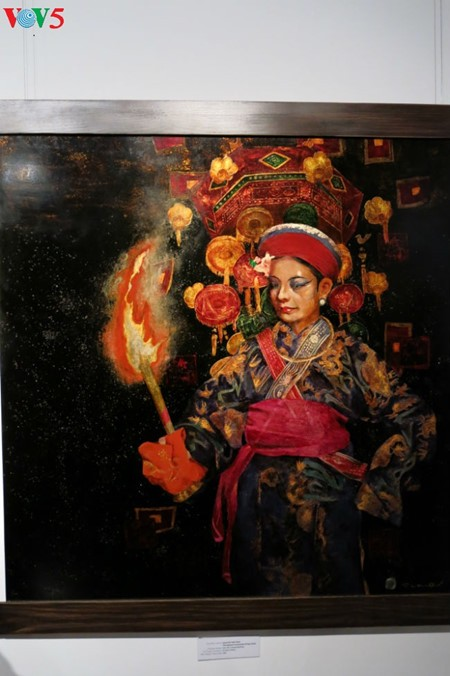 """Going into a trance"" ritual depicted in Tran Tuan Long's lacquer paintings  - ảnh 8"