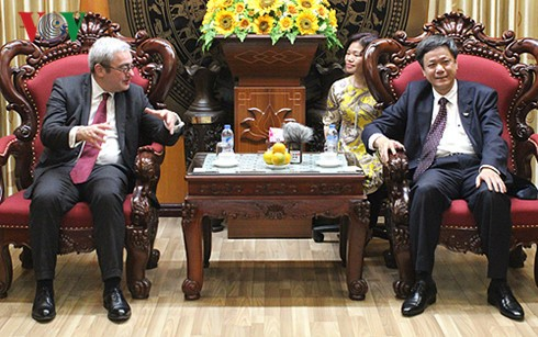 AFP seeks comprehensive cooperation with Voice of Vietnam - ảnh 1