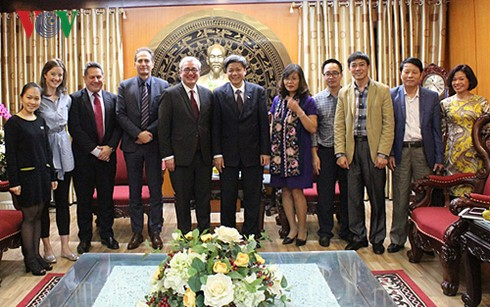 AFP seeks comprehensive cooperation with Voice of Vietnam - ảnh 3