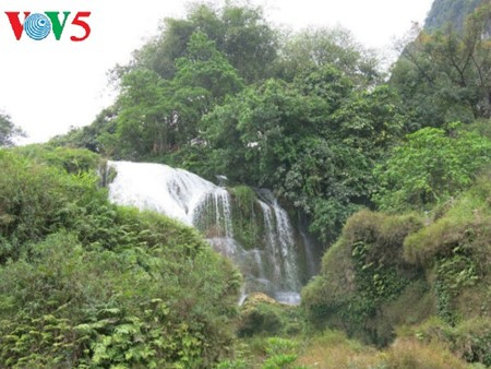 Ban Gioc Waterfall - the largest natural waterfall in Southeast Asia - ảnh 7