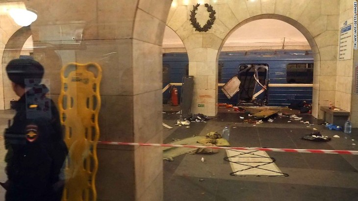 St. Petersburg metro explosion: At least 10 dead - ảnh 1