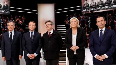 French voters begin casting ballots in presidential election - ảnh 1