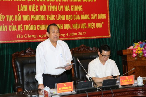 Deputy PM works with Ha Giang province on ethnic affairs - ảnh 1