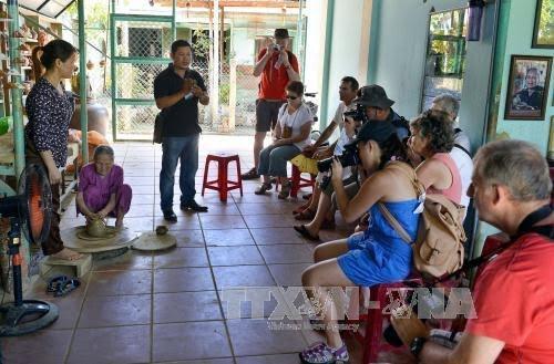7th Hue Trade Village Festival 2017 kicks off - ảnh 1