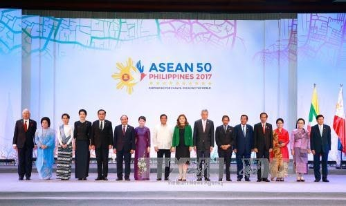 Prime Minister Nguyen Xuan Phuc participates in 30th ASEAN Summit  - ảnh 1