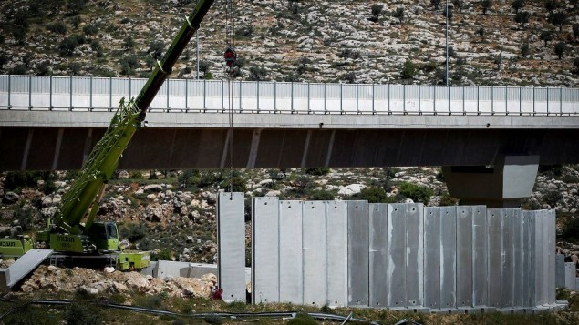 Israel extends the West bank security barrier - ảnh 1