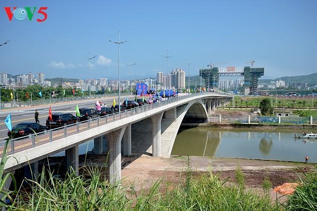 Vietnam-China Bac Luan II bridge inaugurated - ảnh 1