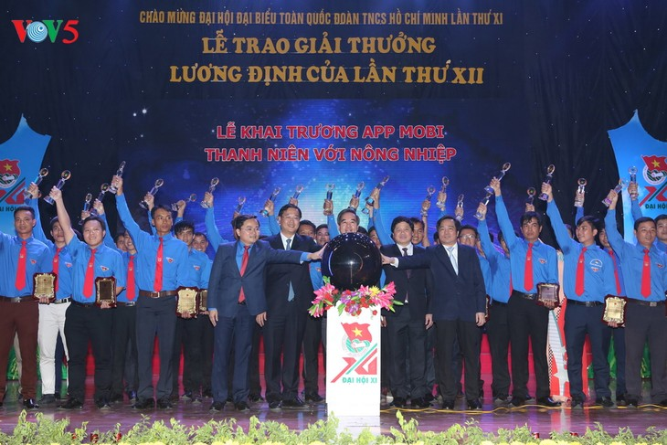 86 young farmers receive Luong Dinh Cua Awards - ảnh 1