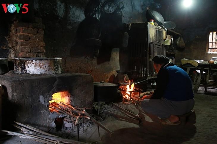 Wood stove of the Tay in Binh Lieu - ảnh 1