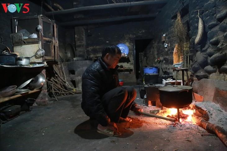 Wood stove of the Tay in Binh Lieu - ảnh 4