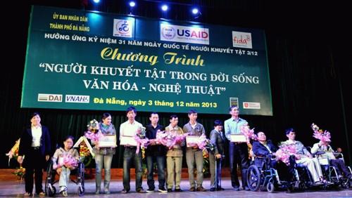 Esfuerzos comunes para integrar a los discapacitados a la sociedad vietnamita - ảnh 2