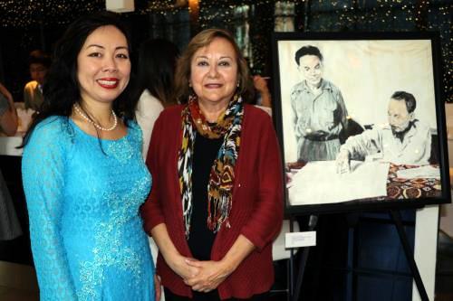Presentan libros y pinturas del presidente Ho Chi Minh en Canadá - ảnh 1