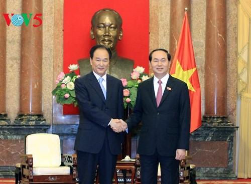 Vietnam aboga por estrechar colaboración con agencia de noticias Xinhua de China - ảnh 1