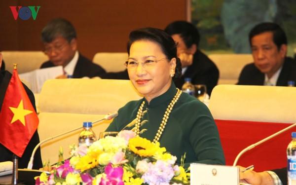 Democracia, actitud positiva y responsabilidad resaltan en interpelaciones parlamentarias de Vietnam - ảnh 2