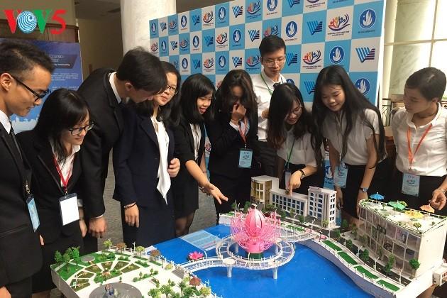 Estudiantes científicos de Vietnam se esfuerzan para desarrollar ciudades inteligentes  - ảnh 1