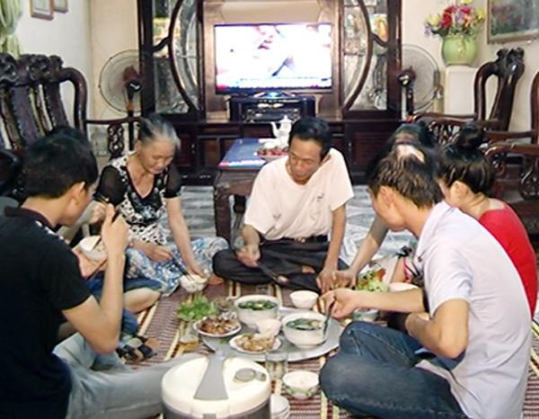 Comida familiar consolida la unión entre los miembros del hogar - ảnh 2
