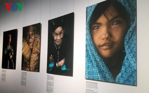 La vida de étnicos vietnamitas en la lente del fotógrafo francés Réhahn - ảnh 1