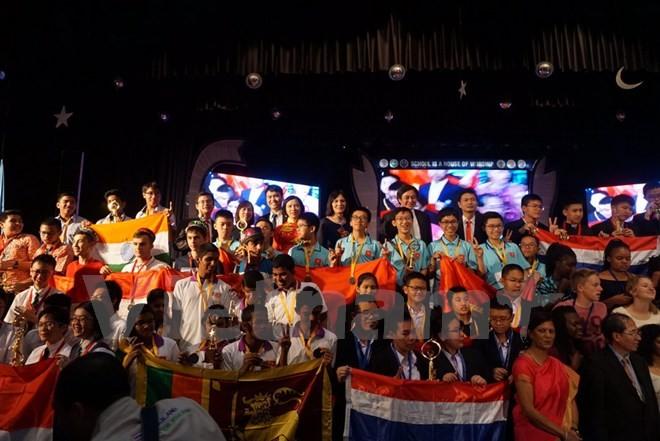 Jóvenes vietnamitas logran altos premios en la Competición Internacional de Matemáticas en la India - ảnh 1