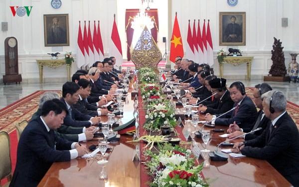 Máximo líder político de Vietnam termina su periplo por Indonesia y Myanmar - ảnh 1